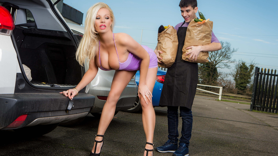 Michelle Thorne – Sneaky Slut Bags The Scoundrel
