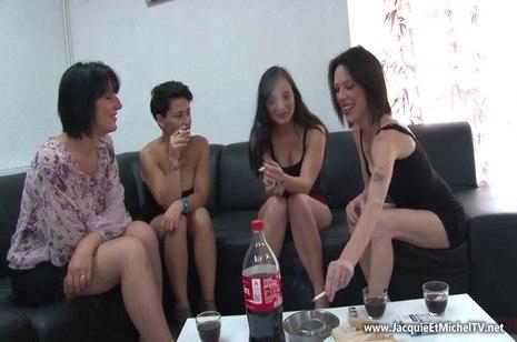 HD Porn Quatre chaudasses sur un seul mec – JacquieEtMichelTV