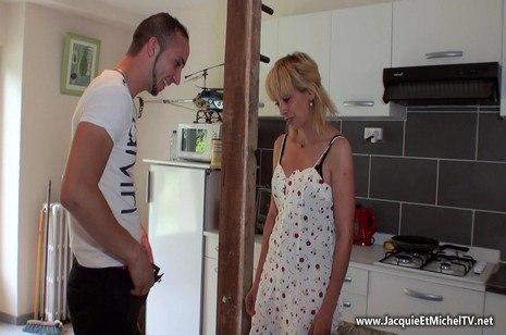 HD Porn Zhelia, 38ans, hôtesse de caisse – JacquieEtMichelTV