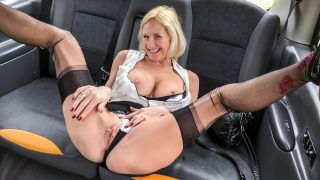 Older lady big pussy lips opened – Molly Milf