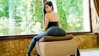 Sexy Latina Shows Us Her Positions – Canela Skin