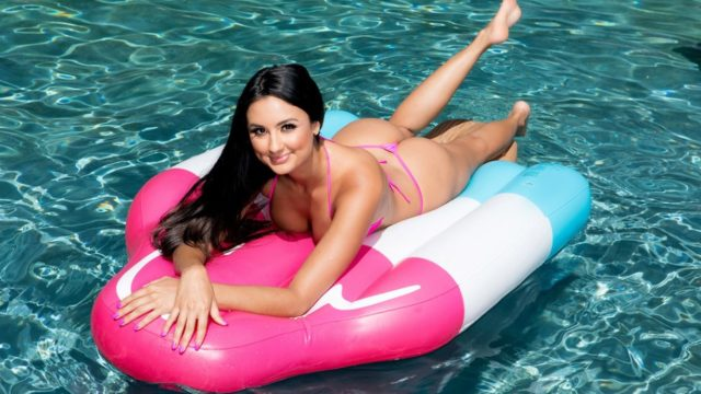 Diving for a Good Dicking – Eliza Ibarra