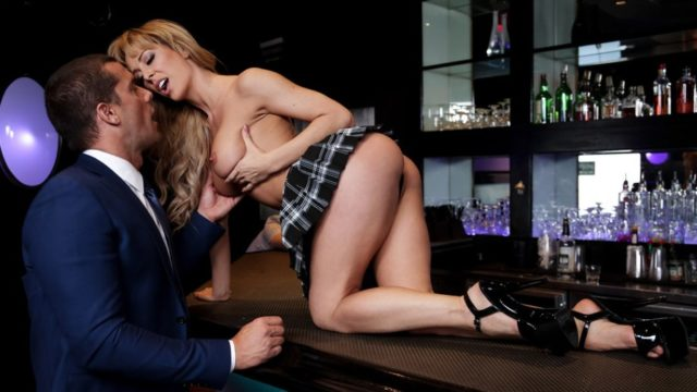 Dive Bar Anal – Cherie Deville